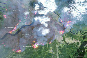 An image acquired by the Enhanced Thematic Mapper Plus (ETM+) on the Landsat 7 satellite shows Fort McMurray on May 4, 2016. This false-color image combines shortwave-infrared, near-infrared and green light (bands 5-4-2). On this day, the fire spanned about 100 square kilometers; by the morning of May 5, it spanned about 850 square kilometers. Also visible in the image is the fire's complex pattern, with many active fronts. (Credit: NASA)