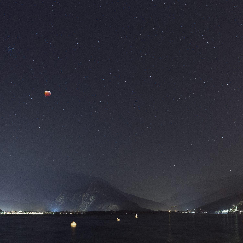 Lunar_eclipse_over_Lake_Maggiore-e1548785138609