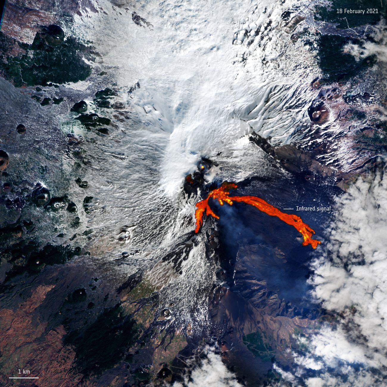 Etna_erupts